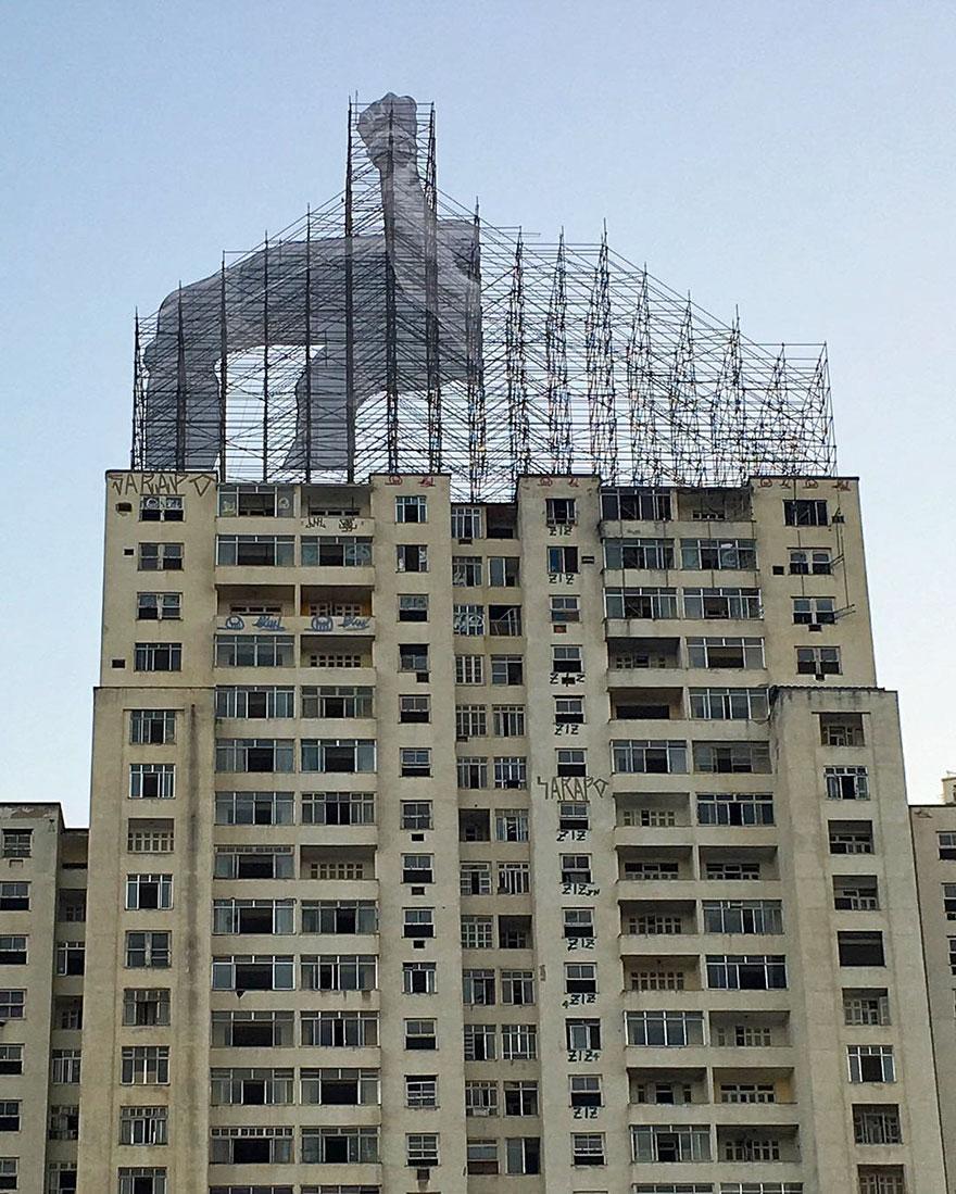 giant-athlete-art-installation-olympics-rio-de-janeiro-jr-5