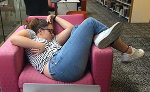 Girl Falls Asleep At Uni, And The Internet's Response Is Wilder Than Her Dreams