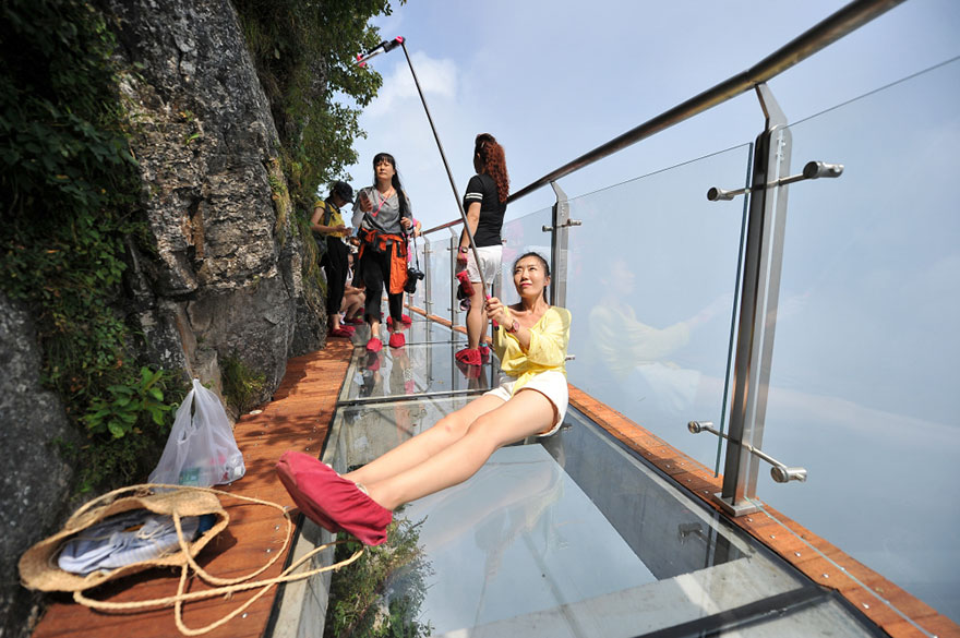 glass-bridge-zhangjiajie-national-forest-park-tianmen-mountain-hunan-china-10