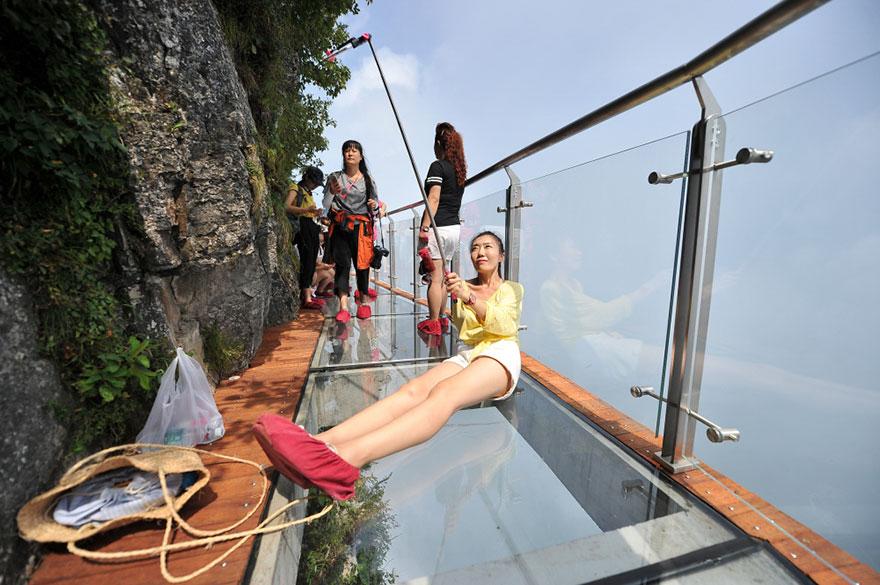 glass-bridge-zhangjiajie-national-forest-park-tianmen-mountain-hunan-china-10
