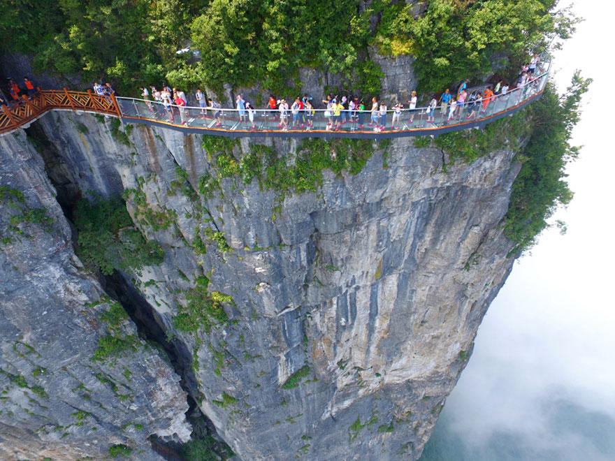 glass-bridge-zhangjiajie-national-forest-park-tianmen-mountain-hunan-china-12