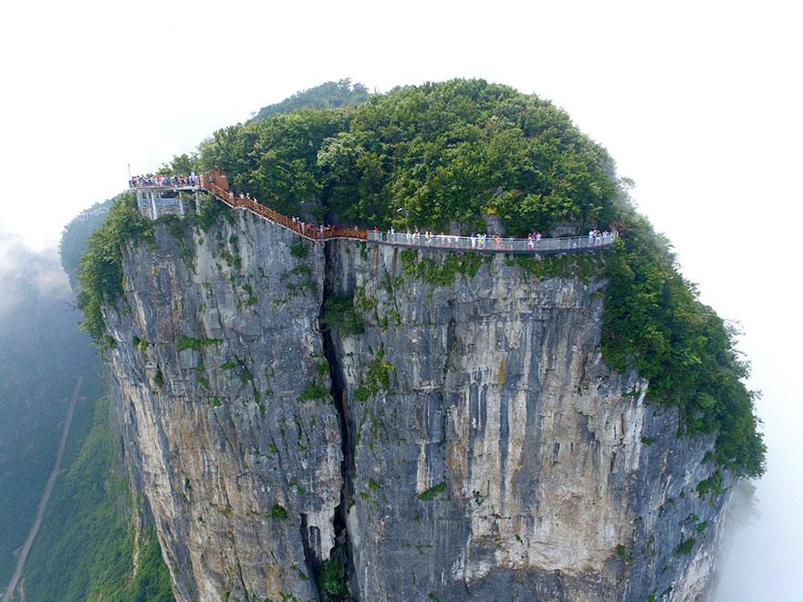glass-bridge-zhangjiajie-national-forest-park-tianmen-mountain-hunan-china-2
