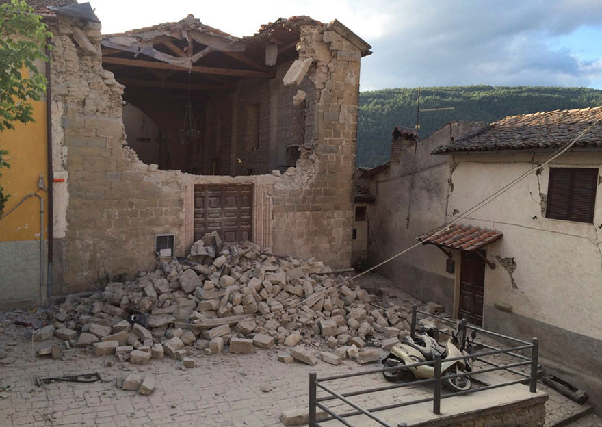 Italie, tremblement de terre de 6,2 Italy-earthquake-before-after-1-1