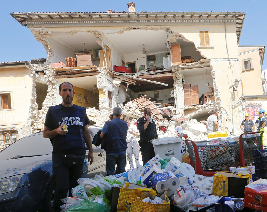 Italie, tremblement de terre de 6,2 Italy-earthquake-before-after-21