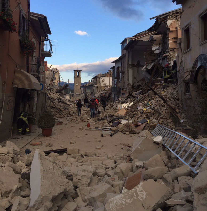 Italie, tremblement de terre de 6,2 Italy-earthquake-before-after-23