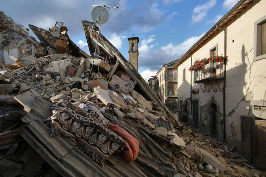 Italie, tremblement de terre de 6,2 Italy-earthquake-before-after-27
