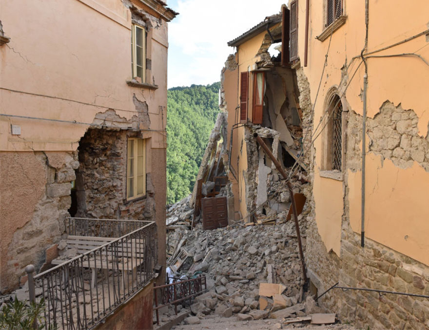 Italie, tremblement de terre de 6,2 Italy-earthquake-before-after-4-1