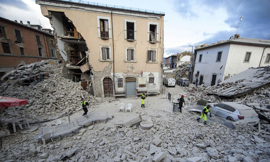 Italie, tremblement de terre de 6,2 Italy-earthquake-before-after-4