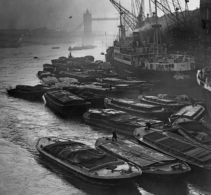 Barges Crowd Together At Hay's Wharf In Southwark, London, 26th October 1938