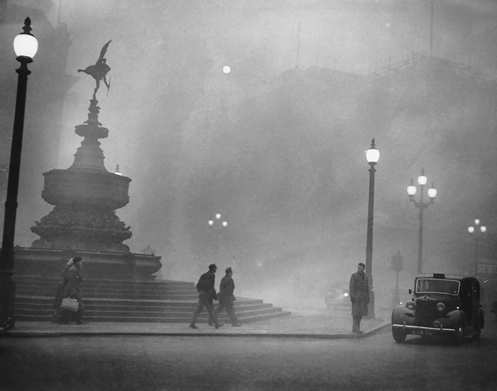 Piccadilly Circus, 6 December 1952
