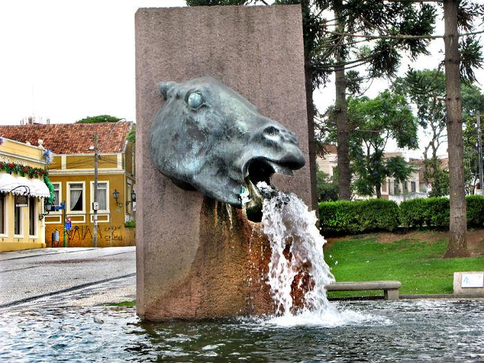 Vomiting Horse - Brazil's City Of Curitiba