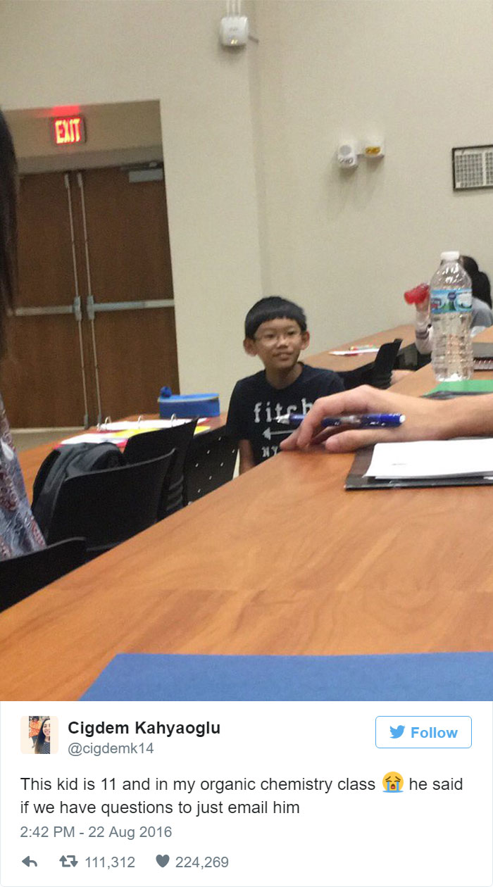People Are Going Crazy About This 11-Year-Old In College Class