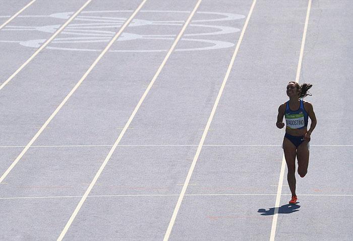 rio-olympics-runners-help-each-other-abbey-dagnostino-nikki-hamblin-9