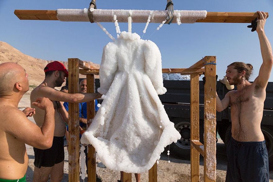salt-dress-dead-sea-salt-bride-sigalit-landau-3
