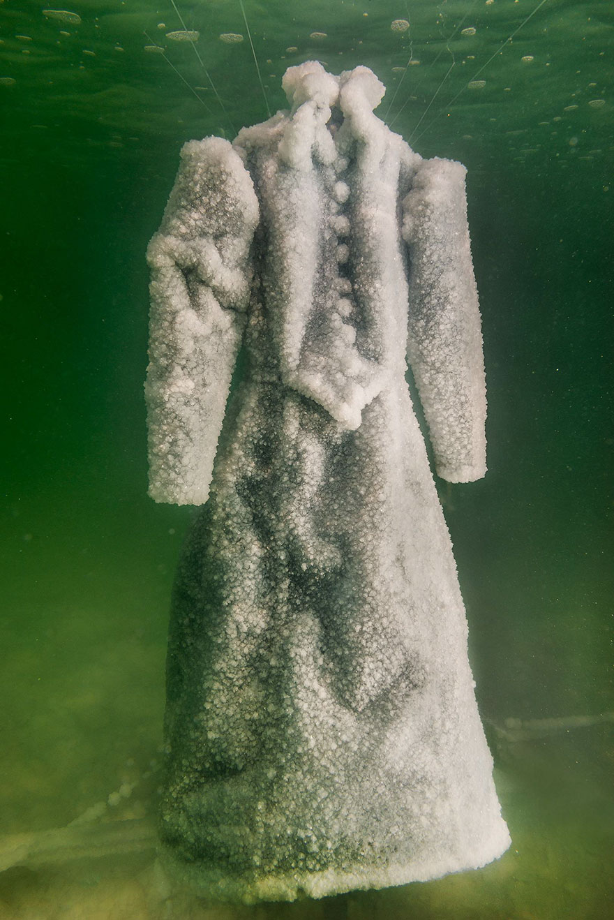 salt-dress-dead-sea-salt-bride-sigalit-landau-5