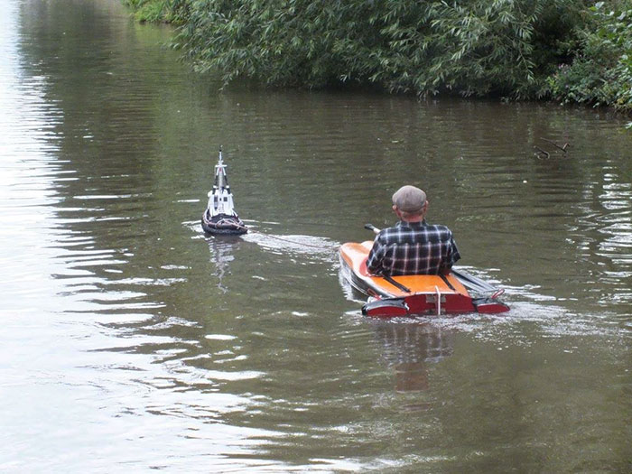 tiny-tug-boat-remote-controlled-mick-carroll-2