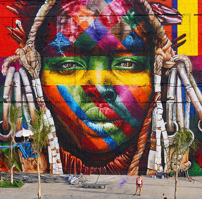 Brazilian graffiti artist creates world s largest street for Mural eduardo kobra