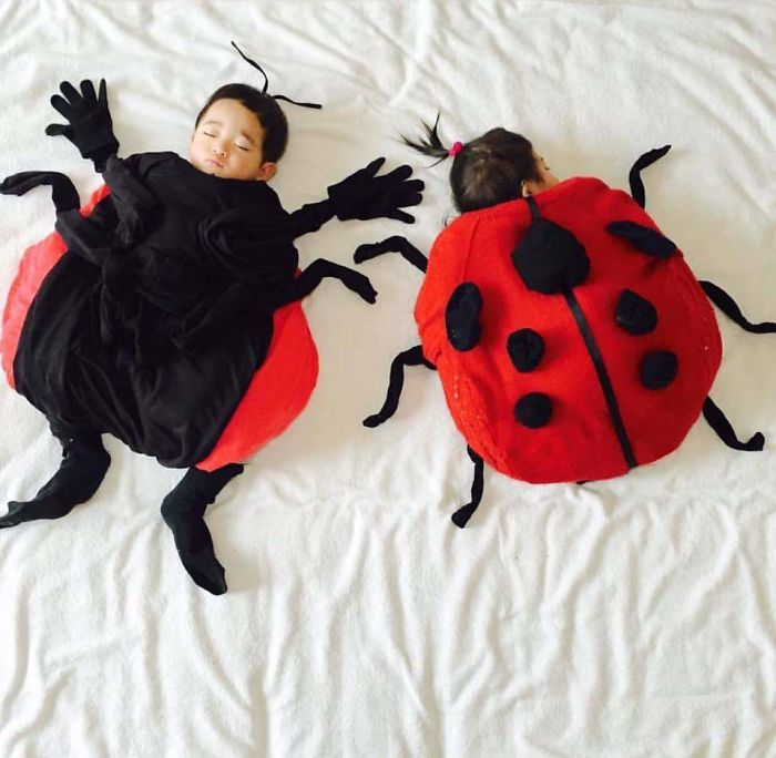 Japanese Mom Took Picture Of Her Twins When They Are Sleeping