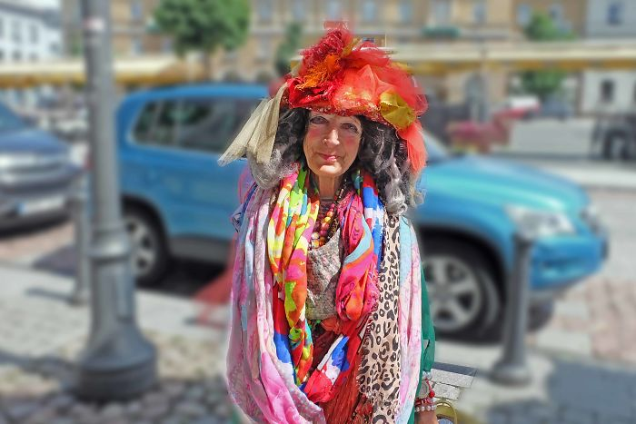 This 80-Year-Old Street Beggar Is A Local Celebrity And A True Style Icon