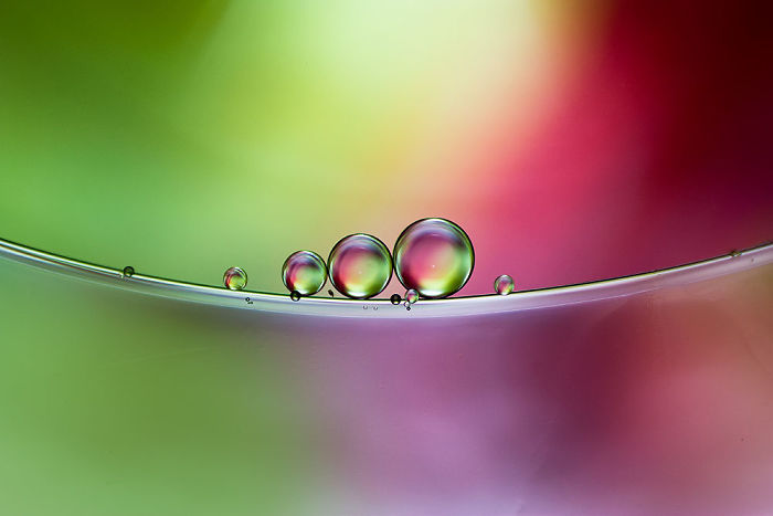 I Use Oil And Water To Photograph Abstract Drops