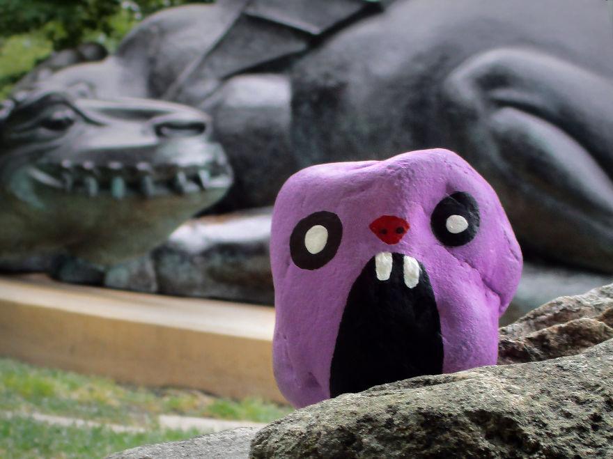 Những viên đá được vẽ khéo léo với biểu cảm khớp từng chi tiết.