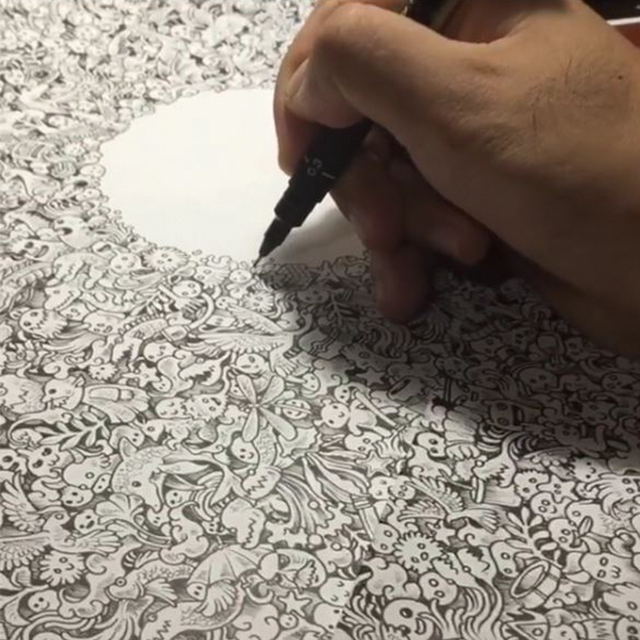 Kerby Rosanes Doodling His Incredibly Detailed 'Friday Night'