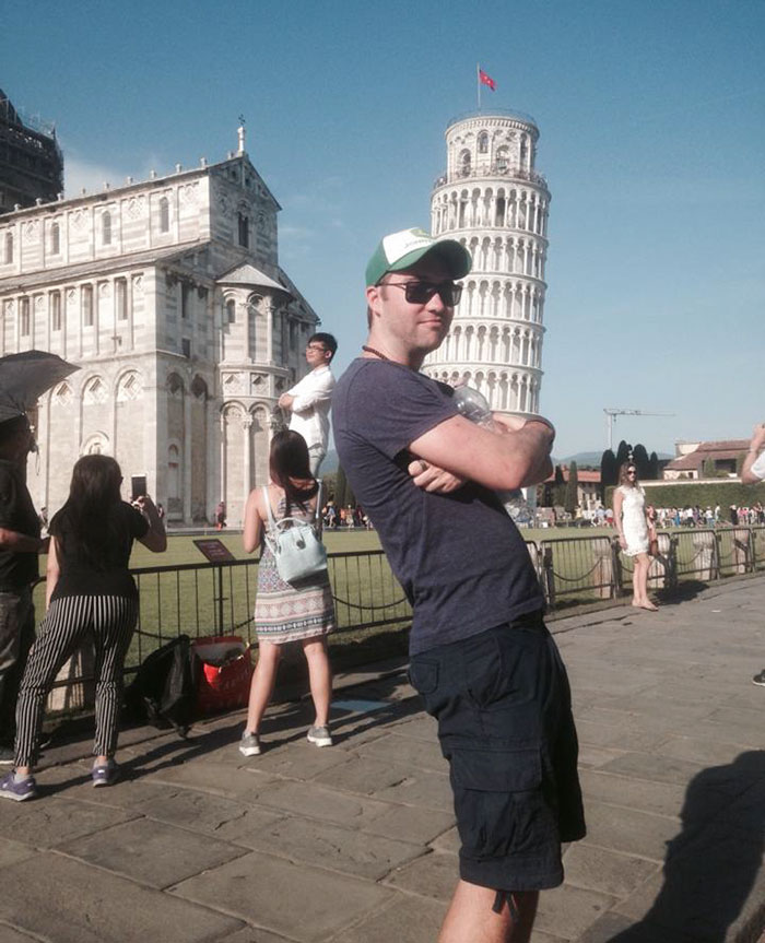 funny-tourists-leaning-tower-of-pisa-7