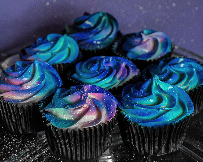 galaxy-cake-wedding-space-cupcakes-skozorbit-3