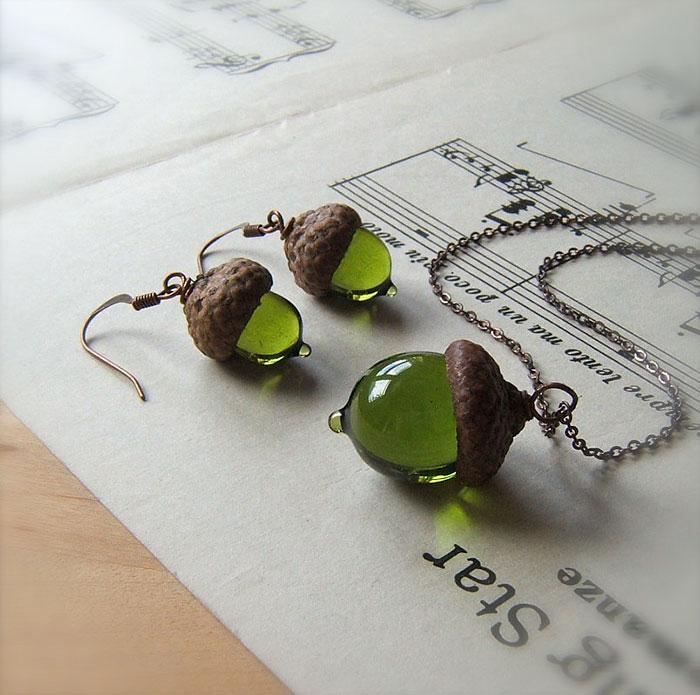 glass-acorn-jewelry-necklaces-earrings-bullseyebeads-11
