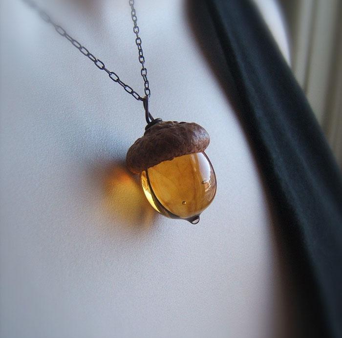 glass-acorn-jewelry-necklaces-earrings-bullseyebeads-13