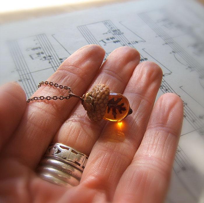 glass-acorn-jewelry-necklaces-earrings-bullseyebeads-7