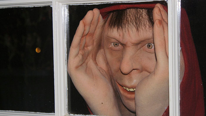 halloween-decoration-scary-peeper-creeper-2