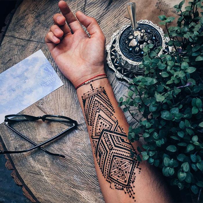 Cool Henna Tattoo Designs: 'Menna' Trend Sees Men Wearing Intricate Henna Tattoos