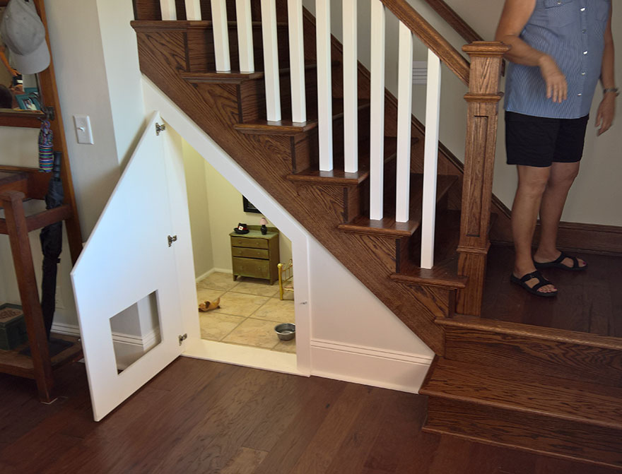 this woman built her dog a bedroom under the stairs and the details are impressive bored panda. Black Bedroom Furniture Sets. Home Design Ideas