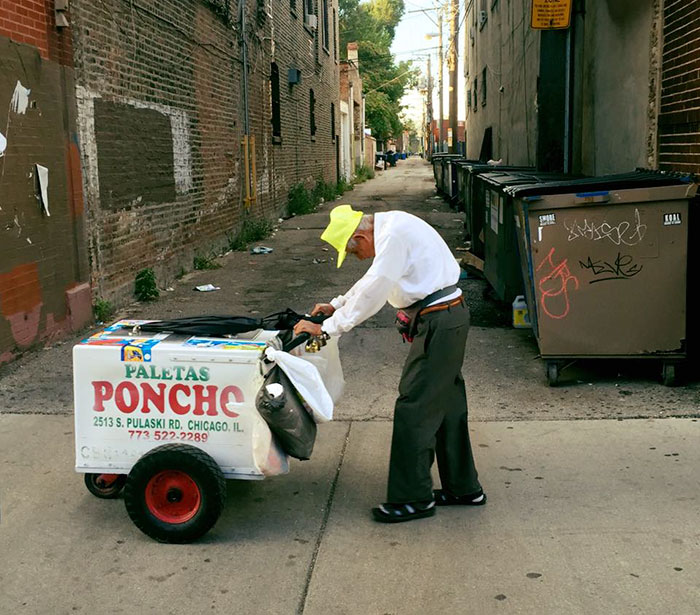 Heartbreaking Picture Of 89-Year-Old Popsicle Seller Makes Internet Donate Him More Than $250,000