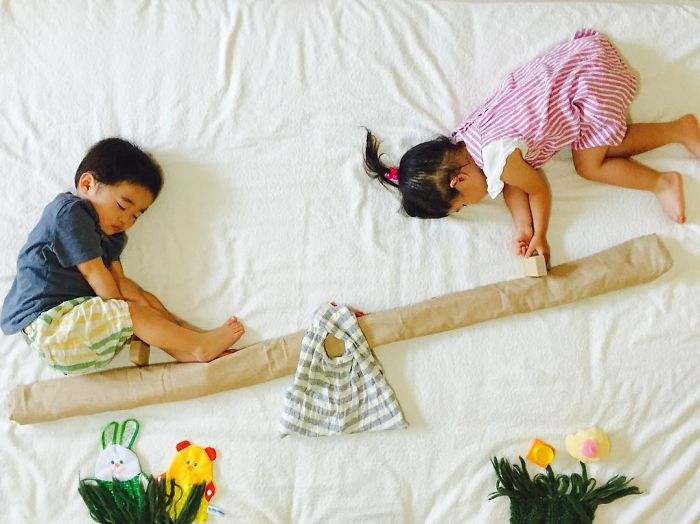 Sleeping-japanese-twins-mom-dress-up-kids-photography-ayumiichi