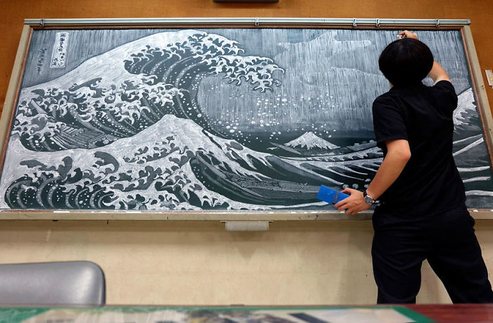 Japanese Teacher Surprised His Students With His Incredible Technique Of Drawing On Blackboards