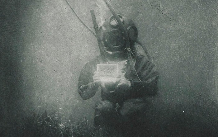 This Is One Of The First Underwater Portraits, Captured In The 1890s