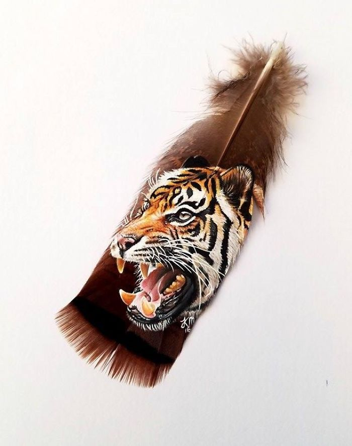 I Paint Realistic Animal Portraits On Delicate Feathers