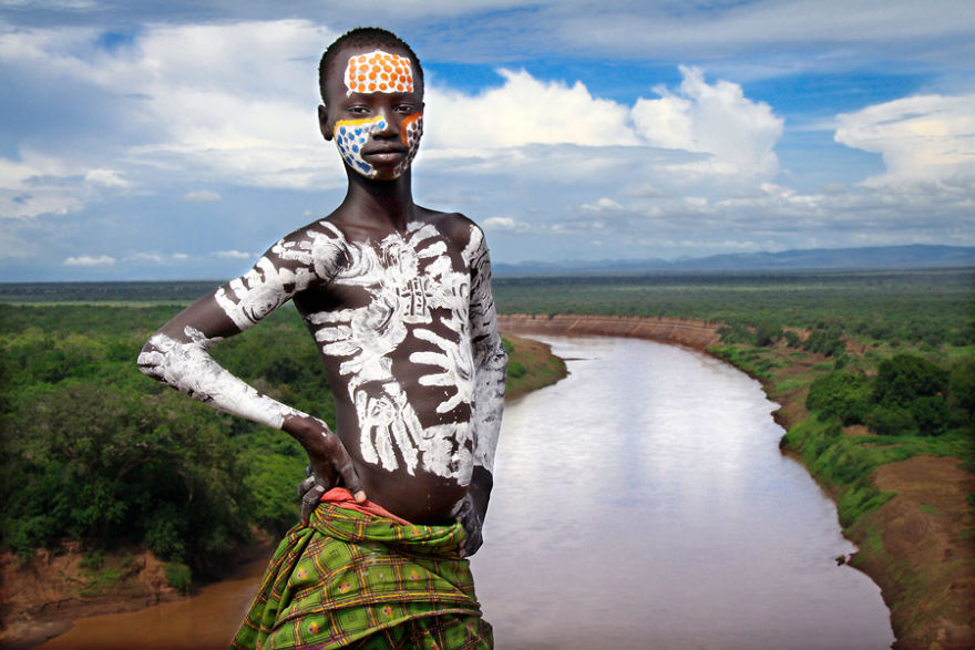 La gente de Karo, con una población de cerca de 1000-1500 en vivo en el Medio orillas del río Omo, en Etiopía del sur