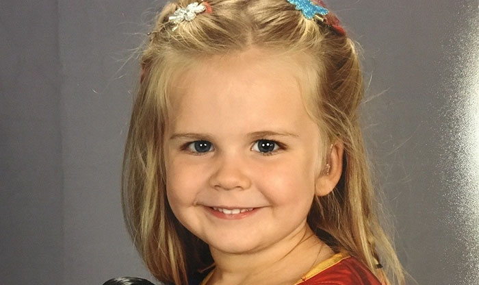 3-Year-Old Chooses Her Own Outfit For School Photos, Becomes Internet's Hero