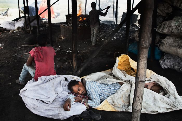 Toxic City: I Photographed People Working In Bangladesh Factors