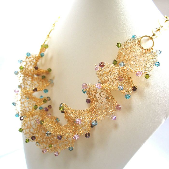 Make This Necklace With Just Some Wire And Regular Knitting Needles