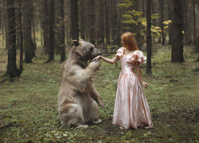 Russian Photographer Takes Stunning Portraits With Real Animals