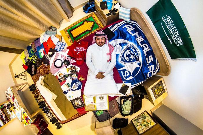 Riyadh, Saudi Arabia, Saleh, 30-Year-Old Human Resources Officer