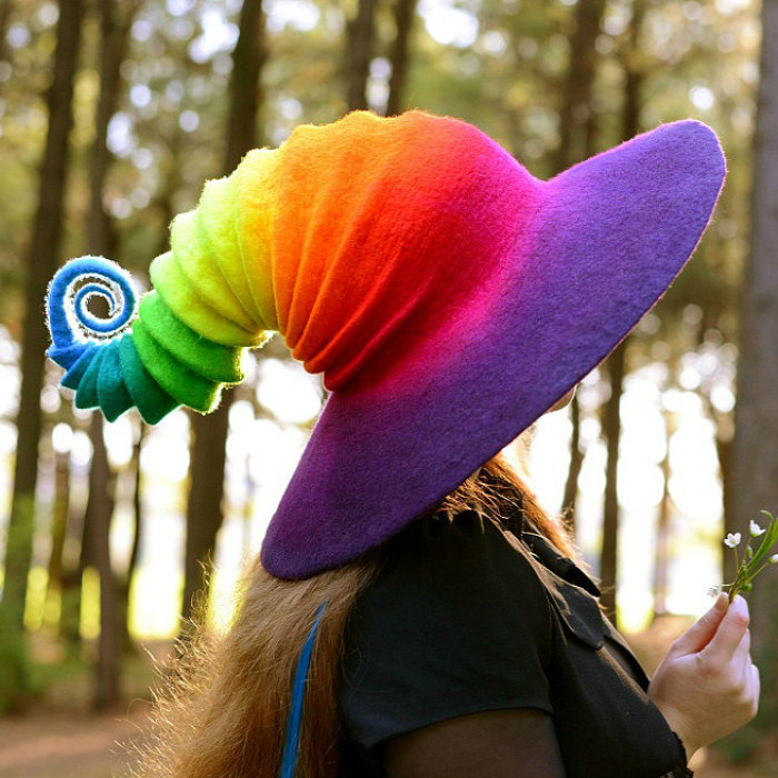 Creo estos sombreros de bruja con fieltro de lana