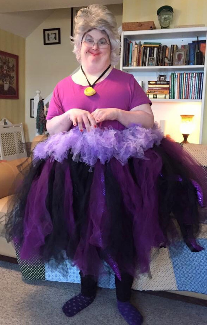 """My Uncle Won """"Funniest Costume"""" For The Best Ursula I Have Ever Seen"""