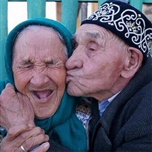 15+ Elderly Couples That Prove Love Has No Age Limit