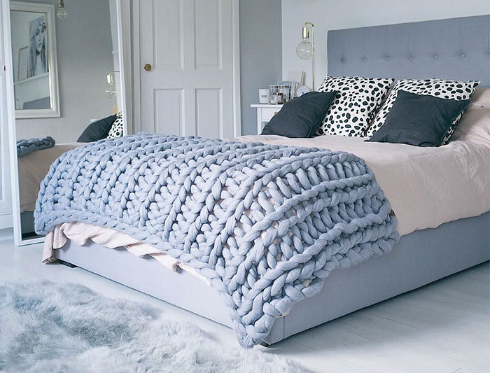 You Can Make This Cozy Giant Blanket In Just 4 Hours