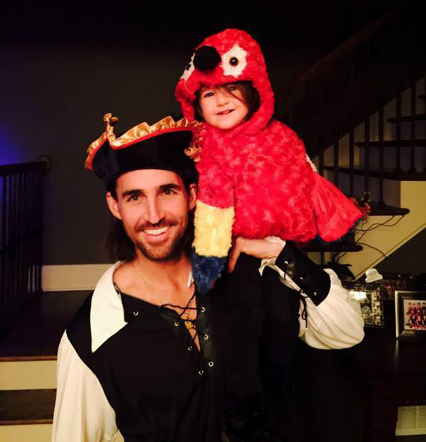 Pirate And Little Parrot